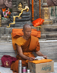 "PB140684-a (photozaki) Tags: india ""sujata kuti"" ""mahabohi temple"" ""mahabodhi mahavihara temple ""buddhist buddha buddhism ""bodhi tree"" bodhgaya gaya buddhist monk monks ashoka enlightenment ""vajrasan diamond throne"""