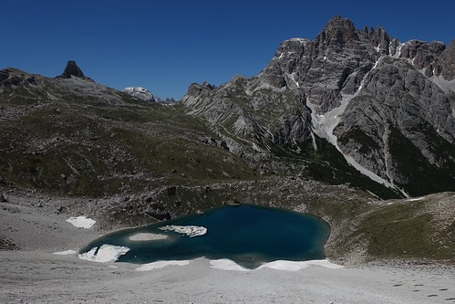 view toward Lastron dei Scarperi (Schusterplatte; left)  and Crodon di San Candido (Innichriedlknoten; right)