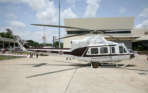 Bell 412 2606-2 Hua Hin 31May08 (Tom Milliken)