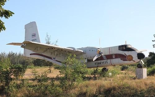 DHC-4 Caribou 12271-7 Naresuan Camp, Hua Hin 12Dec10 (Sakpinit Promthep)