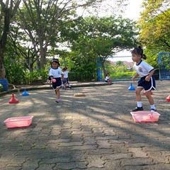 kegiatan-olahraga-memindah-bola-lari-silang (11)