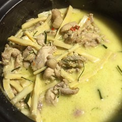 แกงเขียวหวานไก่ใส่หน่อไม้สดต้ม #talongin #talontv #foodie #foodporn #thaifood #curry