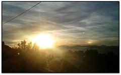 Parheli, l'Ametlla del Vallès (Jesús Cano Sánchez) Tags: elsenyordelsbertins samsung galaxy catalunya cataluña catalonia espanya españa spain barcelonaprovincia valles vallesoriental cinglesdeberti lametladelvalles sol sun doble nuvols nubes clouds parheli parhelio sundog