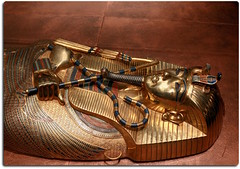 Detail of the Inner Coffin of Tutankhamun (oar_square) Tags: innercoffinofkingtutankhamun osirisshapedcoffin hekascepter flail egyptianart egyptiantreasure middlekingdom divineinsigniacrookandflail
