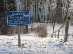 Treppe zum Johannishügel (christophrohde) Tags: treppe johannishügel tutzing winter schnee schild schilder