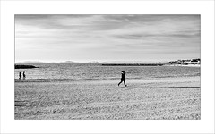 Walking or running on the beach (Napafloma-Photographe) Tags: ilesdemarseille sable photoderue 2016 trace fujinéopanacros100 photographie île monochrome géographie techniquephoto plageduprado france photographe streetphoto pellicules ilesdufrioul nuages bouchesdurhône paysages province objetselémentsettextures natureetpaysages plage noiretblanc promeneur personnes fuji fr marseille métiersetpersonnages napaflomaphotographe cielmétéo artetculture bandw bw landscape blackandwhite noiretblancfrance streetphotography