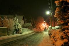 Winternacht (fotio14) Tags: winter dorf strase schnee beleuchtung strasenbeleuchtung nacht licht sachsen grosenhain outdoor
