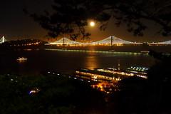 Oakland Bay Bridge at night (debreczeniemoke) Tags: usa unitedstates amerikaiegyesültállamok northerncalifornia norcal sanfrancisco cityandcountyofsanfrancisco sanfranciscopeninsula oaklandbaybridge éjszaka night hold moon olympusem5