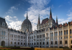 Budapest Parliament (William MacGregor) Tags: green budapest buda pest parliament building architecture old artistic clouds cloud skyline sky city beautiful macgregorwilliam dslr damncool outdoor yourbestoftoday 5d 50d canon twop twtp europe hungary ngc
