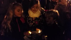 O Come, All Ye Faithful (Joe Shlabotnik) Tags: 2016 bliksem cameraphone caroling christmas dad december2016 everett galaxys5 lily madeleine mom sarahp singing stationsquare sue video violet