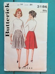 Butterick 3186 (kittee) Tags: kittee vintagesewing vintagepatterns butterick butterick3186 3186 hip36 waist26 skirt aline 1960s nodate invertedpleat pleats boxpleat sidezipper wouldsell wouldtrade toosmall sewing sewingpattern vintage pattern