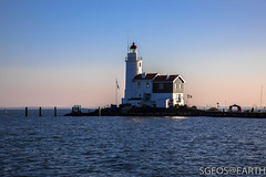 20170121-IMG_2496 (SGEOS@EARTH) Tags: marken holland zuiderzee ijsselmeer water sun lucht sky vuurtoren lighthouse winter canon