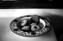The week is still long: have some cookies! (Nobusuma) Tags: pentaxmx pentax smc 50mm f17 kodak tmax kodaktmax 100iso 35mm analog film selfdeveloped developedathome homemadesoup bw blackandwhite monochrome cookies dish dof depthoffield bokeh