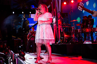Kelly Clarkson performs at iHeartRadio Summer Pool Party | Photo by Doug Sonders for iHeartRadio