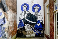 Mural Weimarstraat (Roel Wijnants) Tags: streetart mural blauw wandelen kunst muur tattooshop thema weimarstraat onderwerp roel1943 roelwijnants verfraaing mooidenhaag roelwijnantsfotografie verfraaien wandelvondst wandelvondsten