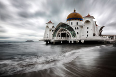 Malacca Straits Mosque (Masjid Selat Melaka), Malaysia :: 0.6H GND + 0.6 ND Lee Filters (:: Artie | Photography :: Travel ~ Oct) Tags: ocean sea sky cloud seascape beach water photoshop canon landscape landscapes boat seaside movement asia outdoor mosque filter shore lee rush malaysia 06 ef melaka malacca artie cs3 1635mm gnd f28l neutraldensity leefilter masjidselatmelaka malaccastraitsmosque 5dmarkii 5dm2 06h