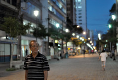 (Valria Felix) Tags: street city light cidade brazil man walking lost nikon colorful downtown streetphotography rua citizen londrina