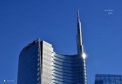 MILANO (Salvatore Lo Faro) Tags: torre grattacelo riflessi vetro cemento azzurro cielo piazza gaia aulenti stazione garibaldi isola milano lombardia italia italy salvatore lofaro nikon 7200