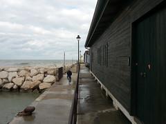 Toglietemi tutto, ma non il mio mare! 4_5 (ilpiubello) Tags: rimini italia italy italie mare sea beach porto seaport prospettiva perspective
