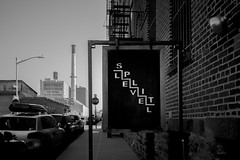 Le vel (Panda1339) Tags: brooklyn 28mm usa summiluxq monochrome nyc streetphotography sign blackandwhite leicaq dumbo