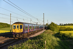 319453 - Ayres End - 1E65 (richa20002) Tags: electric fcc tl capital first class multiple emu connect unit thameslink 319 brel tsgn