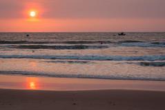 sunrise in phan thiet (phlickrron) Tags: 2014 asien urlaub vietnam phanthiet sunrise sea fisher beach waves boat mirror