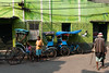 (Jordy B) Tags: inde india westbengal calcutta kolkata couleurs colors asie northindia indedunord northemindia travelphotography streetphotography asia vert green rickshaw véhicule extérieur