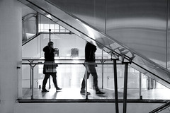Getting off the subway at Opera (jeffclouet) Tags: paris france capital europe nikon nikkor d7100 street rue calle metro rer subway opera couloir corridor tunnel tunel urbain urbano urban ratp downtown cuidad city ville station transport pb nb bw monochrome triangle