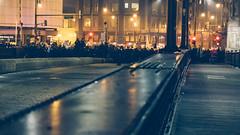 Anglų lietuvių žodynas. Žodis barricade reiškia 1. n barikada; 2. v barikaduoti, statyti barikadas lietuviškai.
