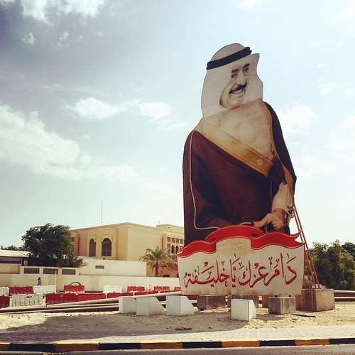 Passed by this ginormo roadside sign of who I presume is the king of Bahrain, Hamad bin Isa bin Salman Al Khalifa