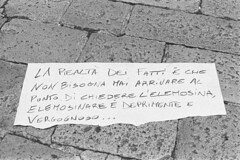 Piccole storie di miseria (sirio174 (anche su Lomography)) Tags: miseria povertà protesta proteste individualismo difficiltà como italia italy