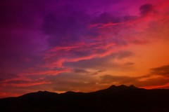 IMG_3872 Colorful sunrise (Rodolfo Frino) Tags: landscape paysaje paisaje land sky ciel cielo cloud clouds natural natur nature naturaleza mountain mountains range peak peaks slihouette silhouettes silueta siluetas color colour colors colours colorful colourful takenfromamovingbus movingbus