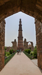 Qutab from the door (François aka Tweek) Tags: delhi india qutab minar