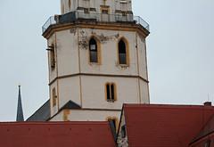 Kirchenvisage. (universaldilletant) Tags: kirche dach visage spielen kirchturm dcher verstecken weisenfels