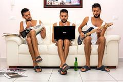 Autoscatto (Luca Maresca) Tags: autoscatto locchio del fotografo chitarra notebook birra il ciabatte divano casa relax suonare leggere selfie trio me io