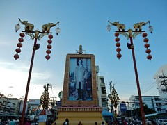 The King Still Rules (mikecogh) Tags: decorations mainstreet king streetlamps photograph elephants huahin royalty revered
