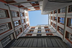 "Patio en Malasaña • <a style=""font-size:0.8em;"" href=""http://www.flickr.com/photos/118229253@N04/19428778823/"" target=""_blank"">View on Flickr</a>"
