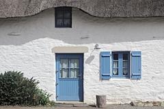 Reposante chaumière (matgau) Tags: door house building window architecture canon ngc cottage front thatch porte maison fenêtre bâtiment façade chaume chaumière brière kerhinet canon600d