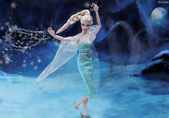 Lillith the Great Pretender as Elsa (ArLekin26113) Tags: lillith lilith thegreatpretender integrity fashionroyalty fashiondoll nuface jasonwu princess fairytale cartoon blonde blondehair platinumhair snow elsa snowqueen frozen bluedress night