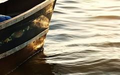 Feliz Semana (Ruby Ferreira ®) Tags: araruamarj barco boat ripples sunset pôrdosol lagoon lagoadeararuama