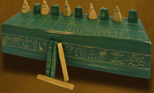 "Senet - Lujoso sistema de objetos lúdicos obsequio del dios Toht a la faraona Nefertari • <a style=""font-size:0.8em;"" href=""http://www.flickr.com/photos/30735181@N00/32369498542/"" target=""_blank"">View on Flickr</a>"