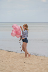 The Girl with the balloons (Infomastern) Tags: sea beach girl strand balloons coast sand hav stersjn sterlen kust knbckshusen flicka geolocation ballonger camera:make=canon exif:make=canon exif:lens=efs18200mmf3556is exif:focallength=200mm exif:aperture=71 exif:isospeed=100 camera:model=canoneos760d exif:model=canoneos760d