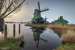 Poelenburg. (alamsterdam) Tags: sunset reflections zaanseschans poelenburg nearamsterdam paltrokmill