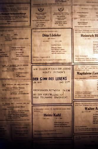 "Filmwerbe-Dia ""Der Sinn des Lebens"" (03) • <a style=""font-size:0.8em;"" href=""http://www.flickr.com/photos/69570948@N04/19871019138/"" target=""_blank"">View on Flickr</a>"