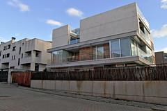 "Edificio en Ciudad Lineal • <a style=""font-size:0.8em;"" href=""http://www.flickr.com/photos/118229253@N04/20049769175/"" target=""_blank"">View on Flickr</a>"