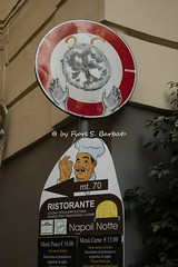 Napoli (NA), 2016, Centro storico. (Fiore S. Barbato) Tags: italy napoli centro storico campania divieto transito pizza insegna