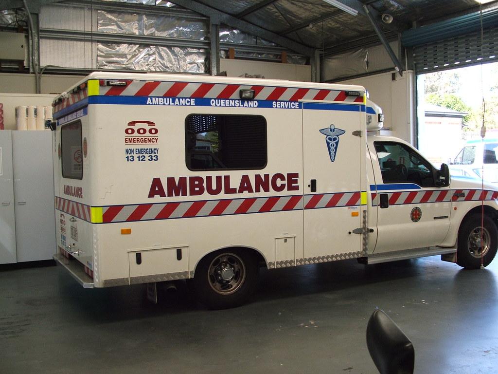 the world s best photos of ambulance and queensland flickr hive mind qas 6465 cooverinaus tags qas ambulance paramedic fseries station queensland service woodridge logan