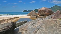 Trindade - 1a praia (Marcio Rodrigues) Tags: brazil praia gua brasil riodejaneiro paraty landscapes mar rj parati cu canon350d viagem canonrebelxt oldcity paisagens trindade cepilho
