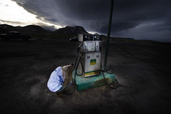 The pump assistant (Tobyloc (again)) Tags: storm iceland pump rebekka therewasnostorm itsonlyabigcloud allbarkandnobite