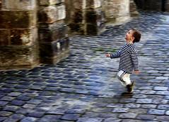 Little Child@France (hk_traveller) Tags: 2005 trip travel autumn vacation 3 paris france color 20d canon children 1 photo interestingness interesting europe flickr child interestingness1 run traveller explore turbo top100 top10 topten 1000views  douban  top500  top1 i500 view1000 turbophoto interesting203 abigfave